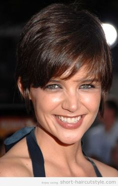 Katie Holmes showed off her new pixie hair cut at the red carpet premiere for Tropic Thunder. The new sleek cut is sexy and similar to Rihanna's hairstyle. Short Haircuts 2014, Cute Hairstyles For Short Hair, Pixie Hairstyles, Hairstyles Haircuts, Short Hair Cuts, Celebrity Hairstyles, Hairdos, Pixie Haircut For Round Faces, Pixie Haircut Styles