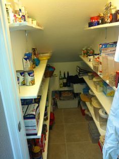 Trendy walk in pantry storage under stairs Shelves Under Stairs, Kitchen Under Stairs, Closet Under Stairs, Space Under Stairs, Stair Shelves, Under Stairs Cupboard, Stair Storage, Under Stairs Pantry Ideas, Basement Stairs
