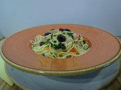 Egyszerű, gyors és finom! Spagetti, Ethnic Recipes, Food, Red Peppers, Essen, Meals, Yemek, Eten