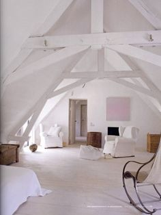 Gorgeous attic room   white life ©: Apartments ... not everyone has a huge house