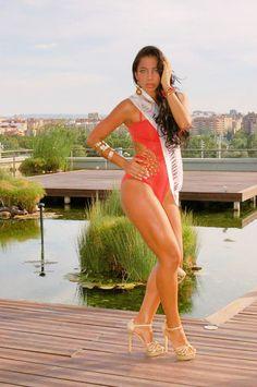 Sesión de fotos en el Acuario de Zaragoza y video, de la candidata de Mrs+30 Zaragoza #NorelkysMedina Bañador: Lenceria Emi Zaragoza Calzado:#ToñiL-secret Complementos: #Laboutikedelanegrafrancisca