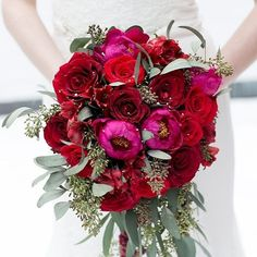 Hello all you beautiful and lovely people! We're excited to say hello because all of us at the @weddingchicks are taking over this week! Starting with this bold and beautiful bouquet we have so many gorgeous things to share with you so make sure you FOLLOW to see it all! #instafollow #wctakeover #bouquet #red #wedding