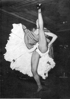 Can-Can dancer, Moulin Rouge, 1956 Cabaret, Vintage Burlesque, Vintage Lingerie, Dress Vintage, Divas, Folies Bergeres, Shall We Dance, Black And White Pictures, Dance The Night Away