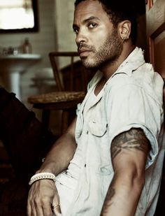 Lenny Kravitz: No matter how old he gets he still looks smooth and handsome
