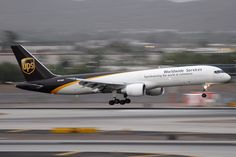 Global Logistics Media - Top 10 UPS Aviation Images - Boeing 757 freighter Ups Airlines, Cargo Airlines, Cargo Transport, Cargo Aircraft, Aviation Image, Water Crafts, Gliders, Airplanes, Planes
