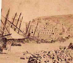 Imágenes antiguas del puerto de Alicante años1930..... En el siglo XVIII, la barrilla (planta usada antiguamente para producir la sosa) y la sosa constituían, con el 80%, las principales exportaciones del puerto, muy por delante de las exportaciones de frutos secos; las principales importaciones eran de trigo y salazones.
