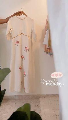 Kurti Neck Designs, Kurta Designs Women, Saree Blouse Designs, Girls Frock Design, Long Dress Design, Kurti Embroidery Design, Embroidery Suits, Stylish Dress Book, Dress Sites