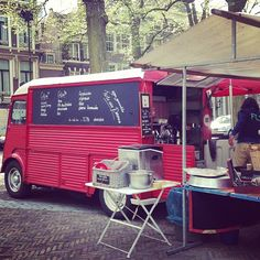 coffee, tea, crepes  l de rode bus l antique market l Den Haag l The Hague l Dutch l The Netherlands