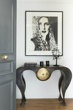 Explore Art furniture pieces that will inspire you to think outside your comfort zone. Some of the most beautiful colors, shapes, and concepts imaginable that shape contemporary furniture Modern French Interiors, French Interior Design, Decoration Entree, Decoration Design, Modern Entryway, Entryway Decor, Bedroom Decor, Contemporary Bedroom, Contemporary Furniture