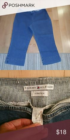 TOMMY CROPS Classic fit and length.  Has some stretch.  Any questions please ask. Tommy Hilfiger Pants Ankle & Cropped