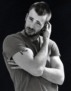 Chris Evans, or spangles(captain America) or the human torch. Either way, sexy Capitan America Chris Evans, Chris Evans Captain America, Capt America, Movies And Series, Celebrity Gallery, Just Dream, Raining Men, Attractive Men, To My Future Husband