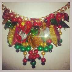 Garabato Ornament Wreath, Ornaments, Champagne, Wreaths, Jewelry, Carnival Decorations, Tela, Vestidos, Doodle