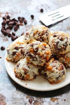 7 Layer Bar Coconut Macaroons - Layers of Happiness. I promise these are the BEST you have ever had! Just Desserts, Delicious Desserts, Yummy Food, Sweet Desserts, 7 Layer Bars, Cookie Recipes, Dessert Recipes, Brownie Recipes, Dessert Bars