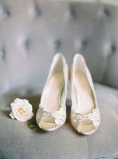 Zapatos para novias   bodatotal.com   wedding ideas, bridal, shoes, white shoes, bodas