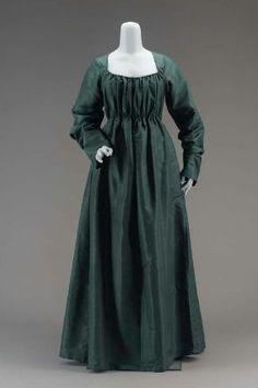 1790, une chemise à la reine dans une couleur sombre ?
