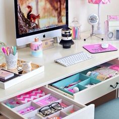 Dorm Decorating Basics Every College Student Needs To Know! – Dani Lang Dorm Decorating Basics Every College Student Needs To Know! cute desk organization for teen girl's bedroom