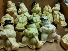Lumiukot ja enkelit, ukot vähän vammaisia - Snowmen & angels, it wasn't easy to take them off from the mould Salvia, Snowmen, Stuffed Mushrooms, Soap, Vegetables, Easy, Stuff Mushrooms, Snowman, Sage