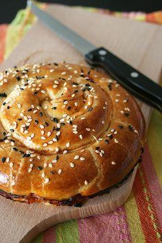 Serpentin feuilleté au thon . 3 ingrédients 3 minutes de préparation et hop le repas et prêt !!
