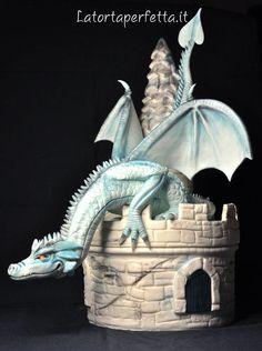 Castle Dragon - Cake by La torta perfetta - CakesDecor