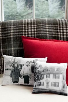 Photo Pillows How To Country Living 85 DIY Homemade Christmas Gifts - Craft Ideas for Christmas Presents Diy Christmas Gifts For Boyfriend, Trending Christmas Gifts, Easy Diy Christmas Gifts, Christmas On A Budget, Homemade Christmas, Boyfriend Gifts, Christmas Fun, Holiday Gifts, Christmas Things