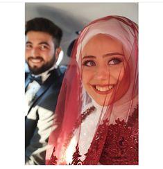 Wedding Hijab Styles, Muslim Wedding Dresses, Muslim Couple Photography, Wedding Photography Poses, Cute Muslim Couples, Cute Couples, Niqab, Wedding Dress Silhouette, Marriage Dress