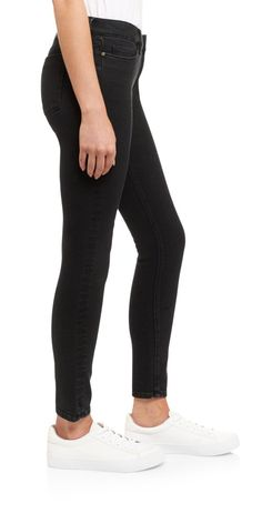 High rise skinny crop black jean with stretch by Saltspin https://www.melaniepress.net/collections/trousers/products/high-rise-skinny-crop-black-jean-with-stretch-by-saltspin