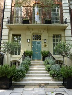 5 Cheyne Walk, Chelsea 1718, same year as our house in Provence was built...