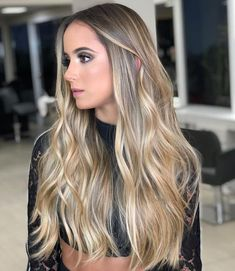 Such a stunning balayage from who used 💣💥 . Ombre Blond, Brown Ombre Hair, Brown Hair Balayage, Hair Highlights, Truss Hair, Blonde Hair Looks, Beach Hair, How To Make Hair, Gorgeous Hair