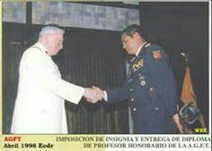El General Pinochet recibiendo un reconocimiento de la A.G.F.T