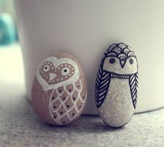 DIY Owl Pebbles great handmade gifts from the kids Diy Projects To Try, Crafts To Do, Craft Projects, Crafts For Kids, Arts And Crafts, Easy Crafts, Ideias Diy, Crafty Craft, Pebble Art