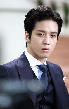 """JUNG YONGHWA as Park Se Joo ♡ """"FUTURE CHOICE"""" #KDrama WWWWWAAAAAAAAAAAAAHHHHHH!!!!!!!!!! :D he's gorgeous. Yep."""