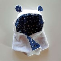 Cap Bear scarf {tutorial} - Couture - Pure Leisure. Yes, technically for kids but... I DESIRE IT.