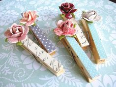 Paper Rose Clothespins 2 BUT do them in Christmas colors and add holly leaves/ berries or poinsettias or something else Christmasy. Crafts To Sell, Diy And Crafts, Craft Projects, Crafts For Kids, Arts And Crafts, Paper Crafts, Clothespin Magnets, Diy Magnets, Clothes Crafts