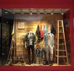 Merter. Visual merchandising. Retail store window display. Men's clothing and accessories.