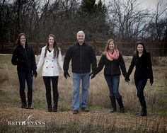 Family Portraits - Family Portrait Ideas - Family Pictures - Arbor Hills Nature Park