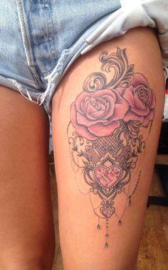 Oberschenkel Tattoo, Frau mit Rosen Tattoo, rosa Rosen in Kombination mit krista . Great Tattoos, Trendy Tattoos, Sexy Tattoos, Beautiful Tattoos, Body Art Tattoos, Sleeve Tattoos, Tattos, Women Thigh Tattoos, Small Tattoos