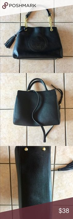 Black Anne Klein tote bag Black Anne Klein tote bag. In excellent condition! No snags or rips. If you have any other questions, please convo me. (HAPPY SHOPPING)!!!! Anne Klein Bags Shoulder Bags