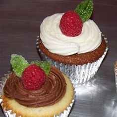 Cupcakes with raspberries! What is better then this! You name it.