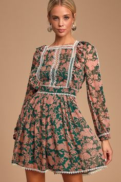 The JOVONNA LONDON Tatlana Pink and Green Floral Print Long Sleeve Skater Dress is perfectly chic! Fall Dresses, Summer Dresses, Women's Dresses, Dresses Online, Cozy Fall Outfits, Business Casual Dresses, Hippie Dresses, Linen Dresses, Skater Dress