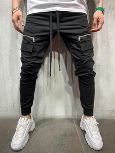 Monocloth is delivering music-inspired men streetwear sweatpants for you. Choose through our collection ankle, cargo, jogger or slim fit sweatpants. Men With Street Style, Men Street, Mens Trousers Casual, Men Casual, Casual Pants, Joggers With Zippers, Style Masculin, Mens Sweatpants, Jogger Pants