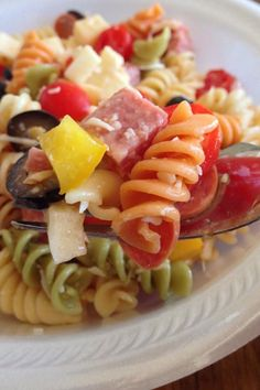 Find an easy pasta salad recipe for your picnic or potluck. More than 500 recipes, including the classic Italian pasta salad. Best Pasta Salad, Pasta Salad Recipes, Tortellini Salad, Feta Pasta, Veggie Pasta, Penne, Great Recipes, Favorite Recipes, Mozzarella