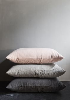 soft cushions in gentle neutral tones. Doesn't the blush work well with the different shades of grey?Gorgeous soft cushions in gentle neutral tones. Doesn't the blush work well with the different shades of grey? Dream Bedroom, Home Bedroom, Bedroom Decor, Bedrooms, Bedroom Colors, Bedroom Ideas, Master Bedroom, My New Room, My Room