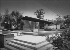 The Kronish House, Beverly Hills, CA by renowned modernist architect Richard Neutra built in 1954 Photo: The Kronish House in Beverly Hills. From Modernism magazine. Richard Neutra, Vintage Architecture, Interior Architecture, Interior And Exterior, California Architecture, Classic Architecture, Interior Design, Beverly Hills, Frank Lloyd Wright