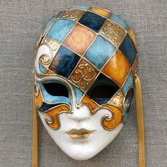 Volto mask by Ca' Macana. - Volto mask by Ca' Macana. Venetian Carnival Masks, Venetian Masquerade, Masquerade Ball, Paper Mache Mask, Ceramic Mask, Venice Mask, Mask Painting, Beautiful Mask, Masks Art