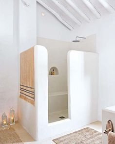 Love this shower. The little argued shelf is just ✨