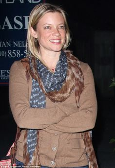 Amy Smart Amy Smart, How To Wear Scarves, Women Wear, Celebrity, Hollywood, Actresses, Smile, Lady, Fitness