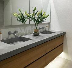 59 ideas for bath room bathtub wood tub surround Laundry In Bathroom, Trendy Bathroom, Vanity, Concrete Bathroom, Bathroom Vanity, Bathroom Interior, Wood Tub, Bathroom Decor, Polished Concrete