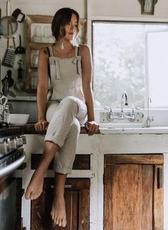 London Linen Overalls The London Linen Overalls are an everyday go-to. Created with a soft, washed linen, adjustable knot straps, […] Bohemian Style Clothing, Bohemian Mode, Bohemian Fashion, Boho Chic, Bohemian Gypsy, Hippie Chic, Modern Hippie Fashion, Modern Hippie Style, Boho Fashion Summer