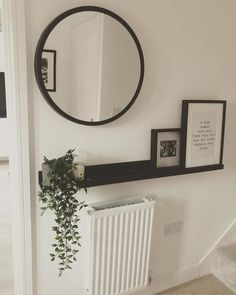 Of course the things you like you want on display. This display shelf is a perfect way to show paintings, photos and other favourite items. Ikea Hallway, Hallway Shelf, Entryway Decor, Wall Decor, Room Decor, Ikea Picture Shelves, Hall Mirrors, Round Mirrors, Hallway Pictures
