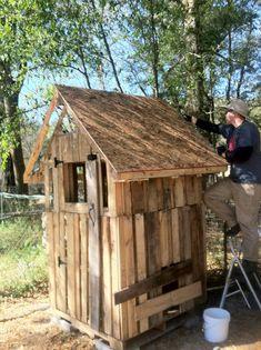Pallet Chicken Coop (Phase 2) - Chickadee Homestead